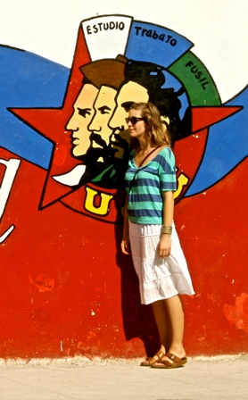 Student in front of street art of Cuba Revolutionary leaders